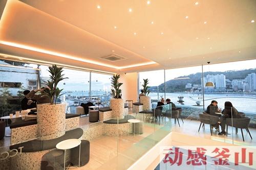 [这里怎么样?]     釜山市评选出的浪漫咖啡厅⑤ 松岛海水浴场TCC