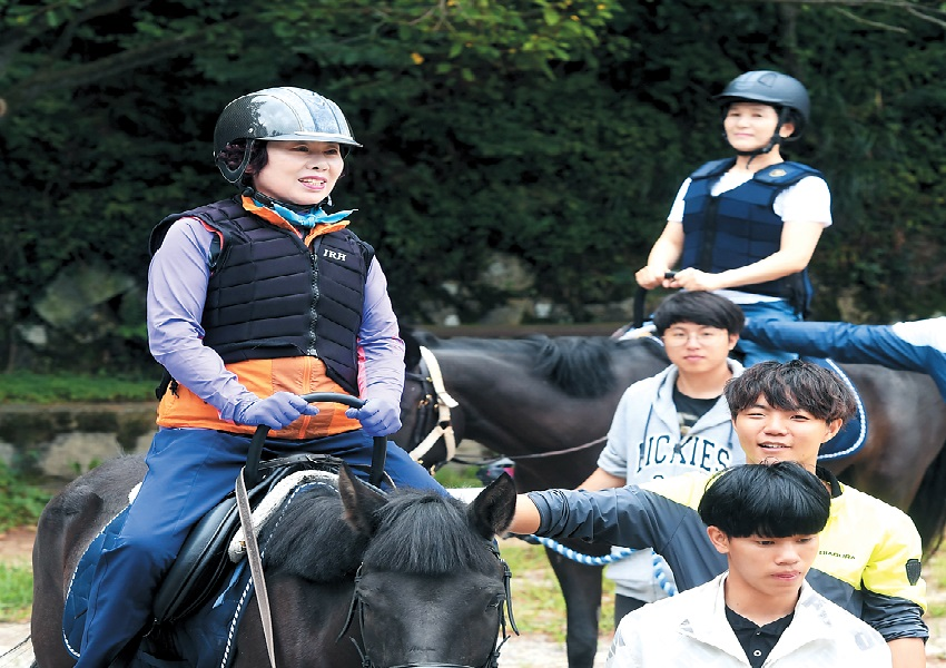 Horse riding on Yeongdo