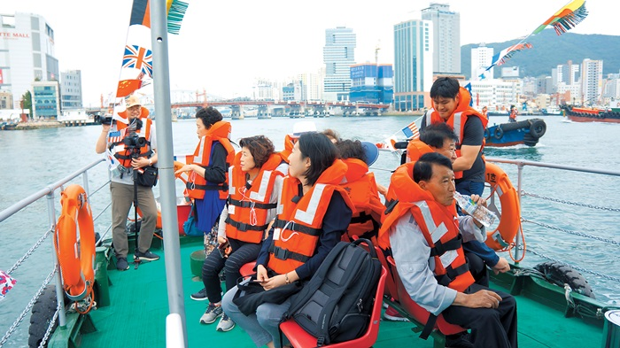 Kangkangee Sea Bus is Busan's latest nautical tour