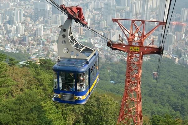 2021년 올 한 해, 부산이 확 달라진다. 부산시민의 주거 환경을 개선하고 시민의 발인 도시철도의 운영 효율성이 획기적으로 나아진다. 부산시민의 추억이 깃든 금강공원도 새롭게 태어난다.