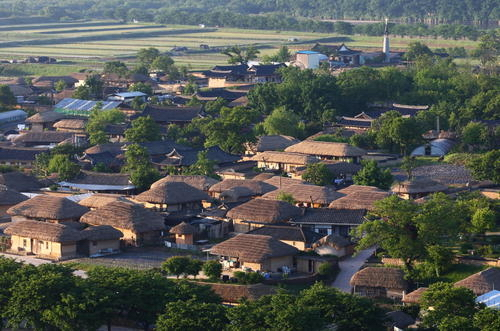 한국의 역사마을 : 하회와 양동 [Historic Villages of Korea : Hahoe and Yangdong]